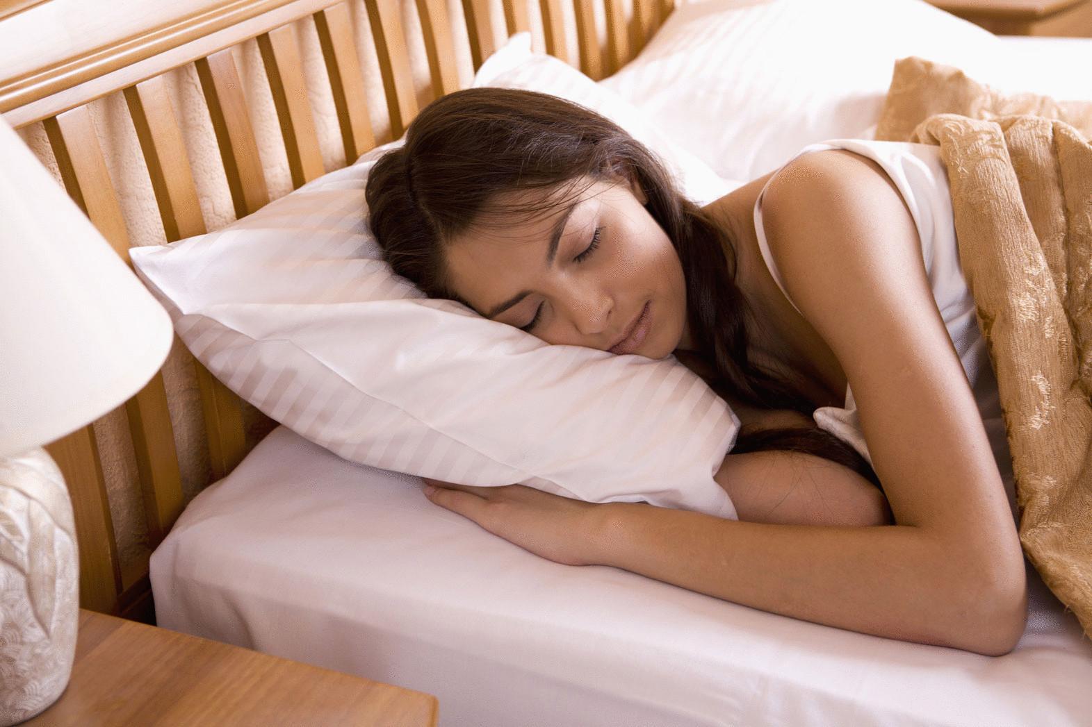 Спящую девочку порно 18 фотография