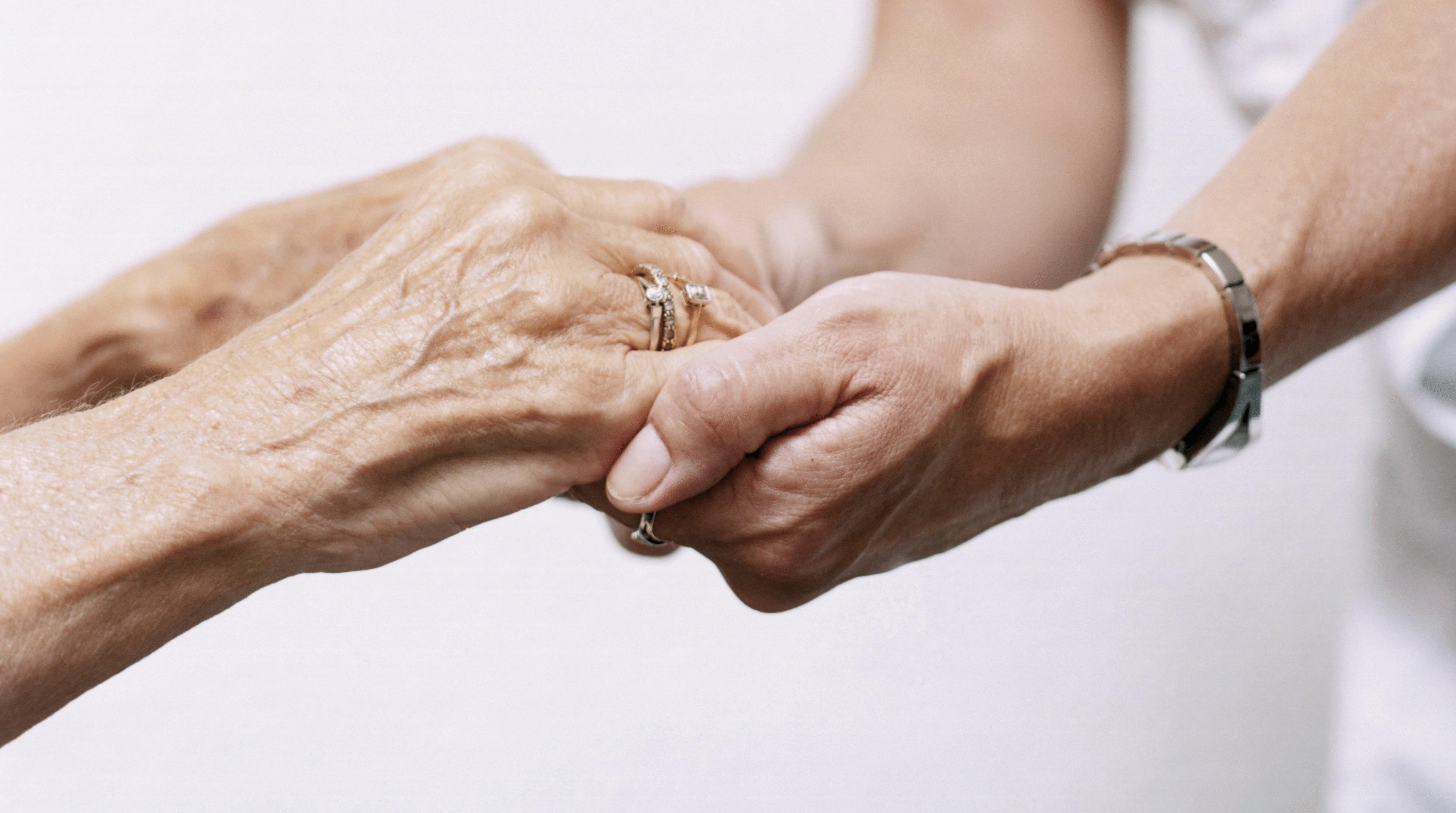 Старик и медсестра 21 фотография