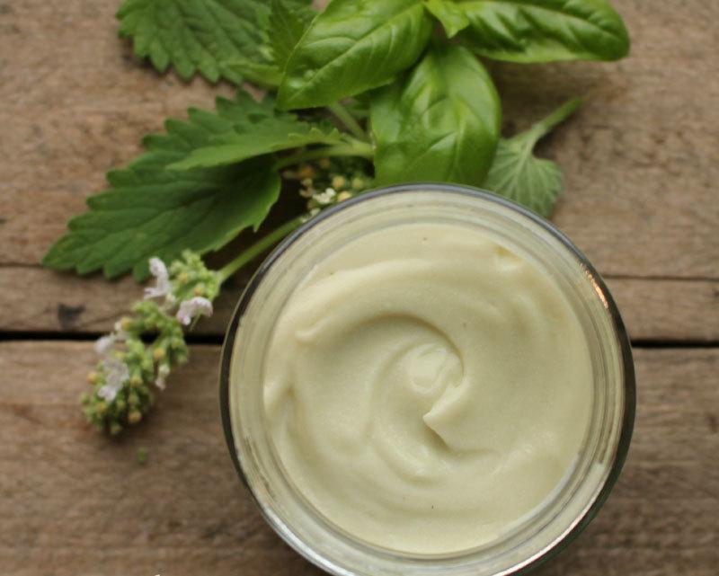 Домашний крем для лица — ингредиенты под рукой.